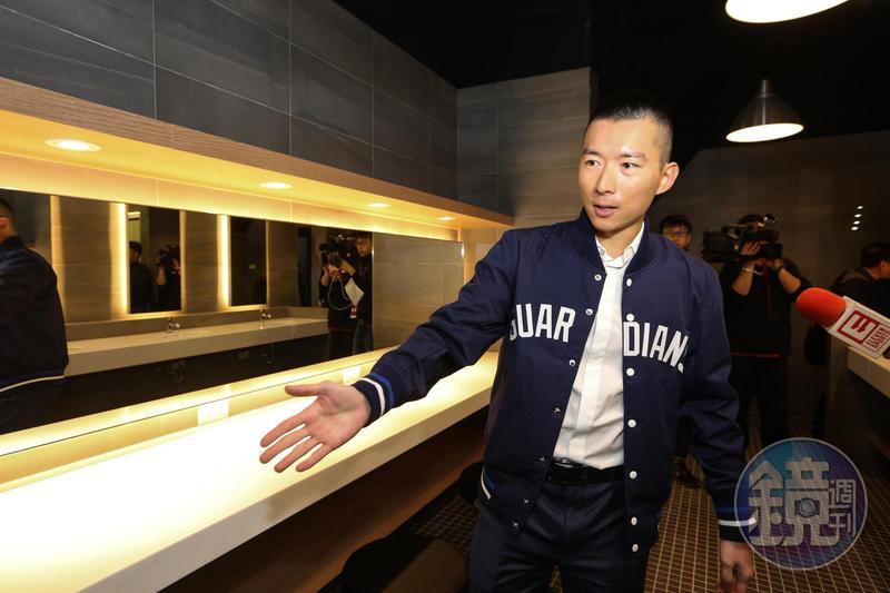 蔡承儒花1.5億元整修富邦悍將認領的新莊棒球場環境,廁所有五星級環境。