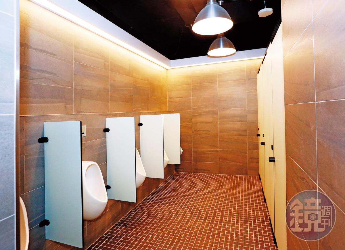 蔡承儒花1.5億元整修球隊認領的新莊棒球場環境,廁所有五星級環境。