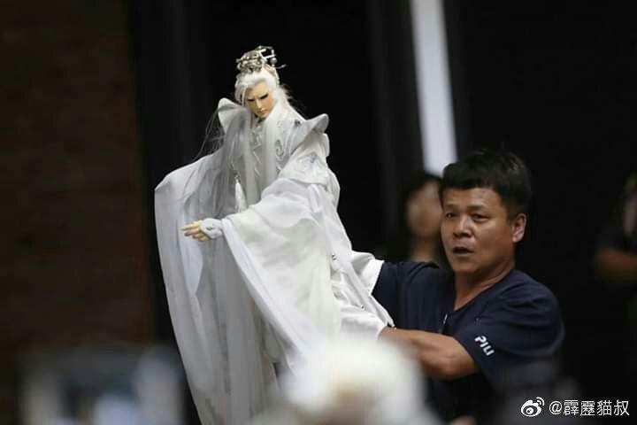 綽號貓叔的丁振清,在霹靂資歷最深,也是台灣國寶級操偶師傅。(翻攝自霹靂貓叔微博)