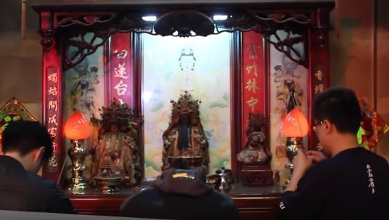 位於雲林縣虎尾鎮的霹靂布袋戲總部,供奉的西秦王爺神像。(翻攝自木曜4超玩YouTube)