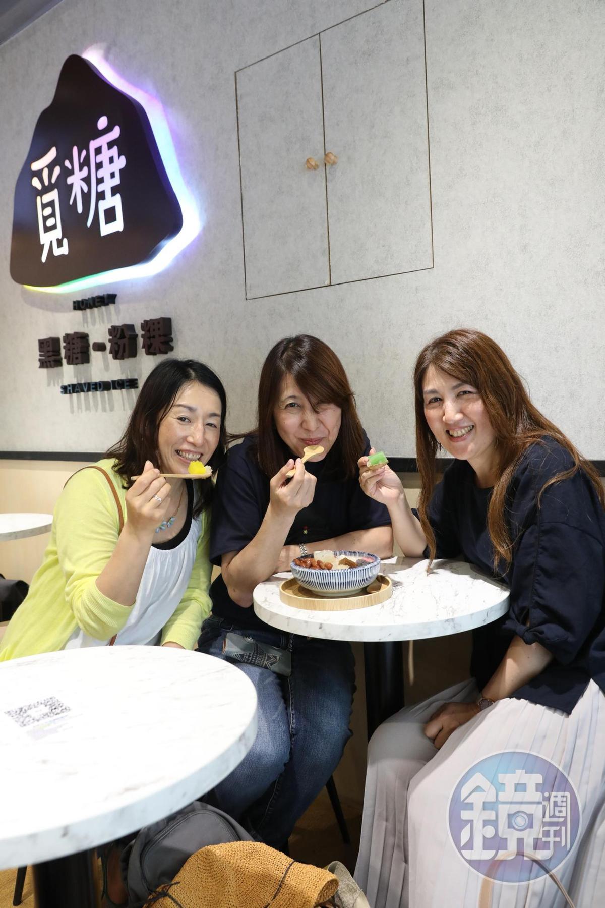 台灣粉粿的Q彈口感讓三位日本女子大呼新奇。