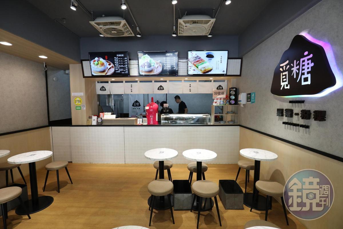 「覓糖黑糖粉粿」店舖導入科技,掃桌面QR CODE就可點餐,不用到櫃台前排隊。