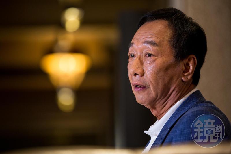 談及過去打拚的經歷到如今參選總統,郭台銘一度激動落淚。