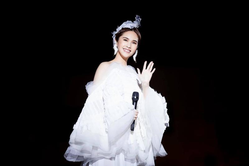 李榮浩求婚楊丞琳成功,楊丞琳臉書甜回感謝。(翻攝自楊丞琳臉書)