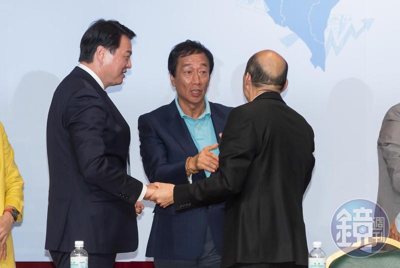 郭台銘在政論節目上向韓國瑜喊話,希望韓能留在高雄,讓他先做4年。