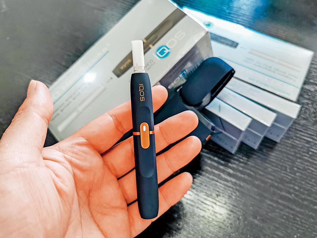 電子式菸品分為菸油式的電子菸、菸草再製式加熱菸(圖)。(東方IC)