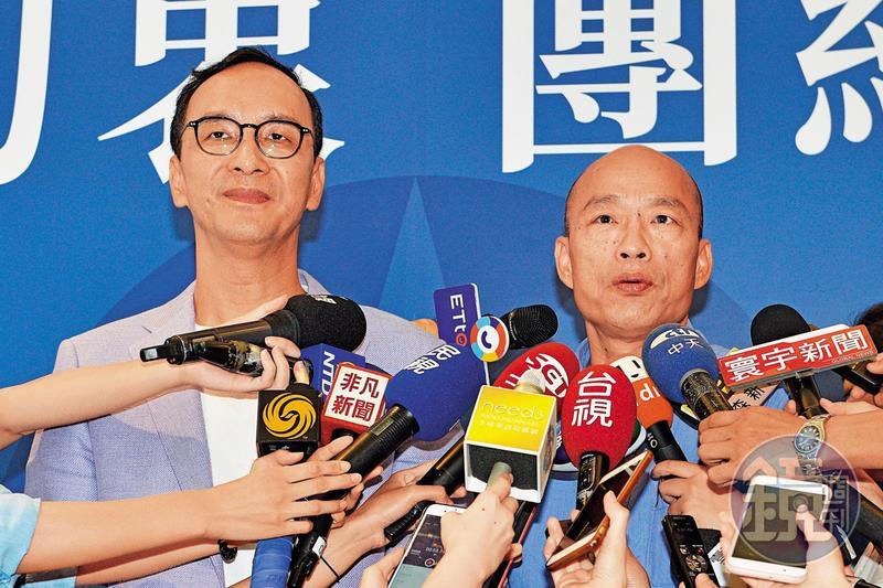 韓國瑜(右)在通過初選後,立刻登門拜訪朱立倫,願與朱組成金牌聯盟。