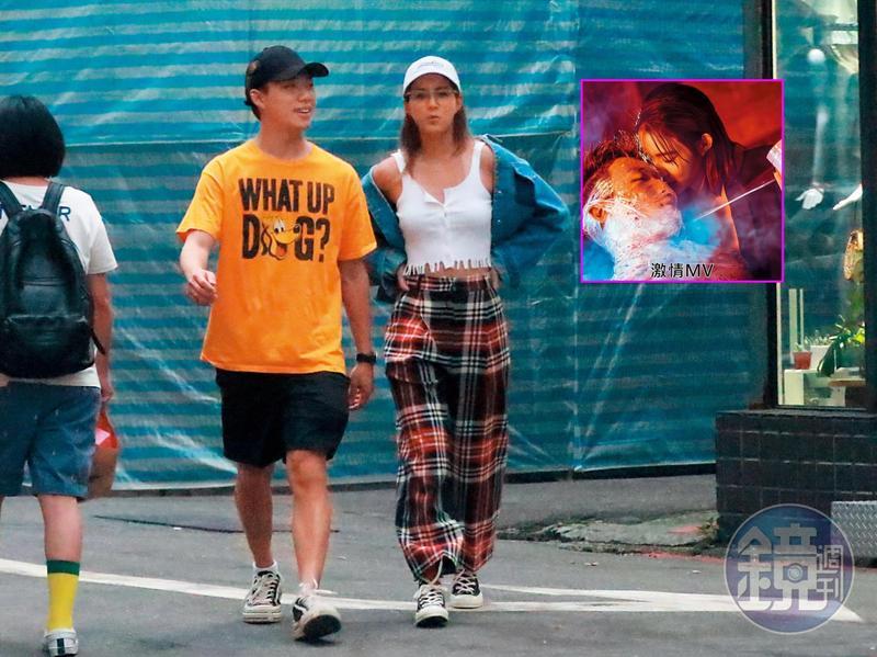 7月10日18:27,ØZI和女友Angelina一邊逛一邊談笑風生,相處輕鬆自然,Angelina胸前傲人雙峰呼之欲出。