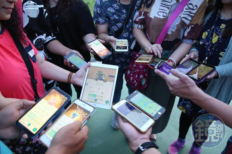 板橋紅隊寶友與蔡天亮固定會在板橋第二運動場集合,在周圍一兩公里處抓寶、打道館。