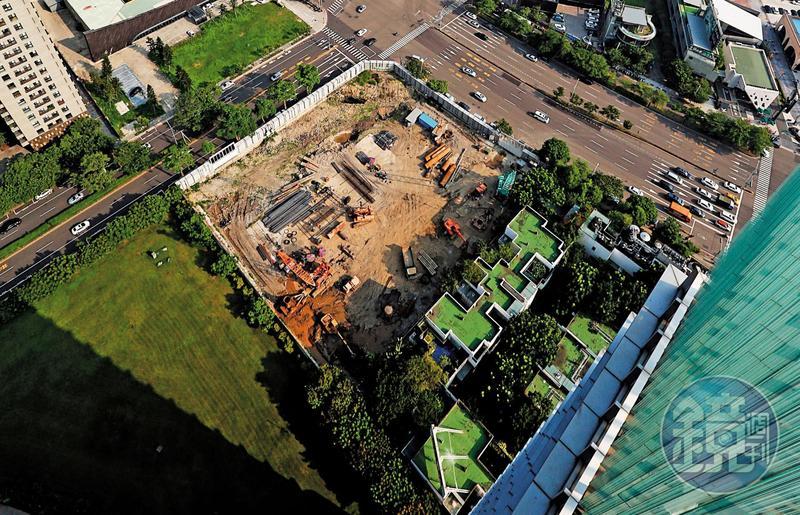 台中銀總部預計開挖深度34.6公尺,比全台最高樓台北101大樓地下23公尺,還多出50%,將是目前台灣地基挖最深的建築。