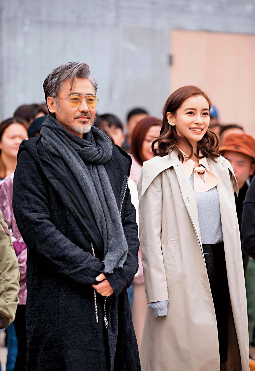 吳秀波(左)推掉《長安十二時辰》,卻與Angelababy(右)合作《渴望生活》,沒想到因為醜聞,讓戲難見天日。(翻攝自新浪)