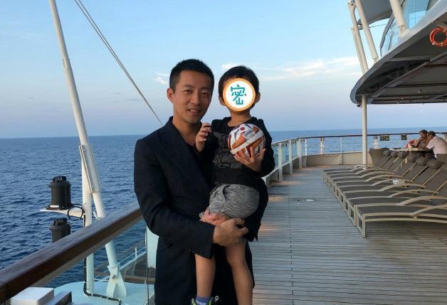 汪小菲罕見在微博曬出3歲兒正面照,網友看到後驚呼「又高又帥」。(翻攝自汪小菲微博)