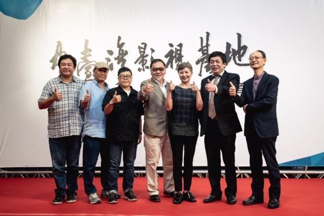 台灣電影人出席「中台灣影視基地」開幕營運典禮,左起為瞿友寧、廖慶松、葉如芬、王童、李烈、林坤煌、李天(石養)。(中影八德提供)