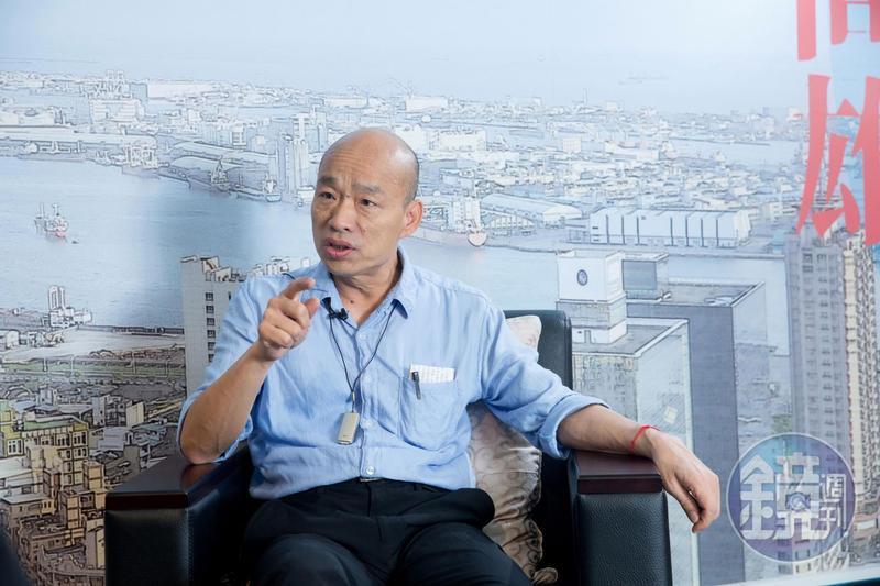 過去在台北市議會與柯文哲同框備詢,現在韓國瑜坐鎮高雄,聲量更壓過首都。