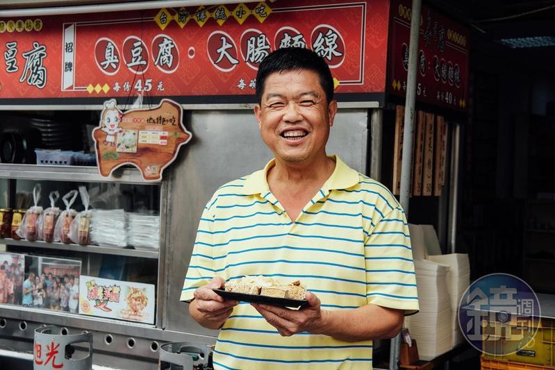 陳老闆賣過早餐、跑過夜市,最後才找到屬於自己的獨門臭豆腐滋味。