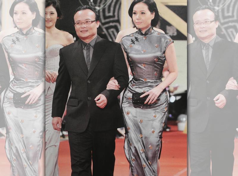 莊碧玉(右)靠穿塑身衣長年維持23腰身材,圖為2008年夫妻受邀走金馬獎紅地毯。(蘿琳亞提供)