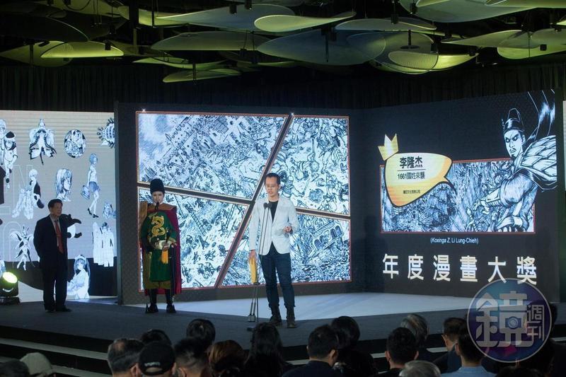 第10屆金漫獎頒獎典禮將於9月25日舉行,圖為去年李隆杰以《1661國姓來襲》獲得年度漫畫大獎。(林煒凱攝影)