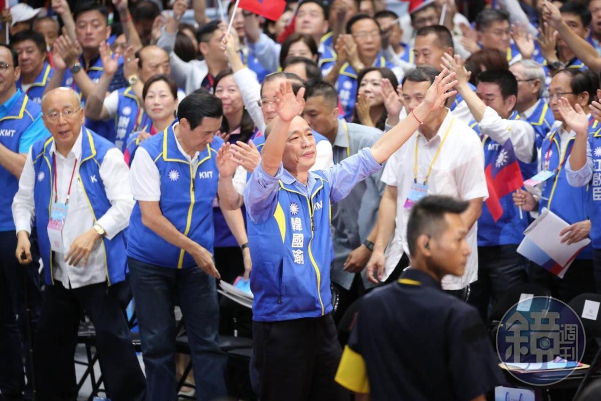国民党全代会今(28)日登场,在全体党代表的鼓掌下,高雄市长韩国瑜正式被提名成为蓝营下届总统候选人。