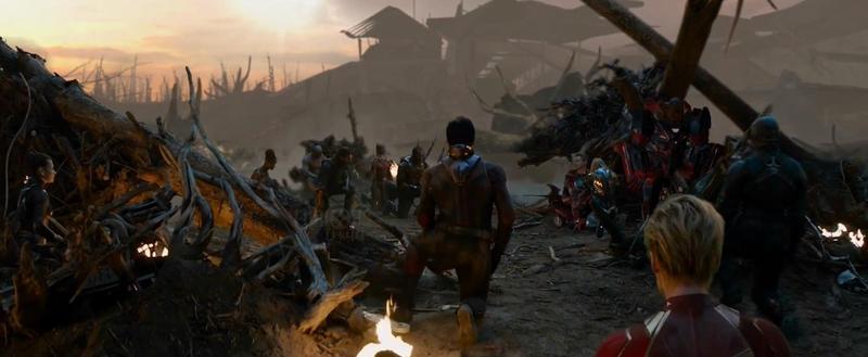 鋼鐵人彈指將薩諾斯大軍團滅,自己卻也犧牲,他臨終時英雄們全都單膝下跪,向他致敬。(翻攝自YouTube)