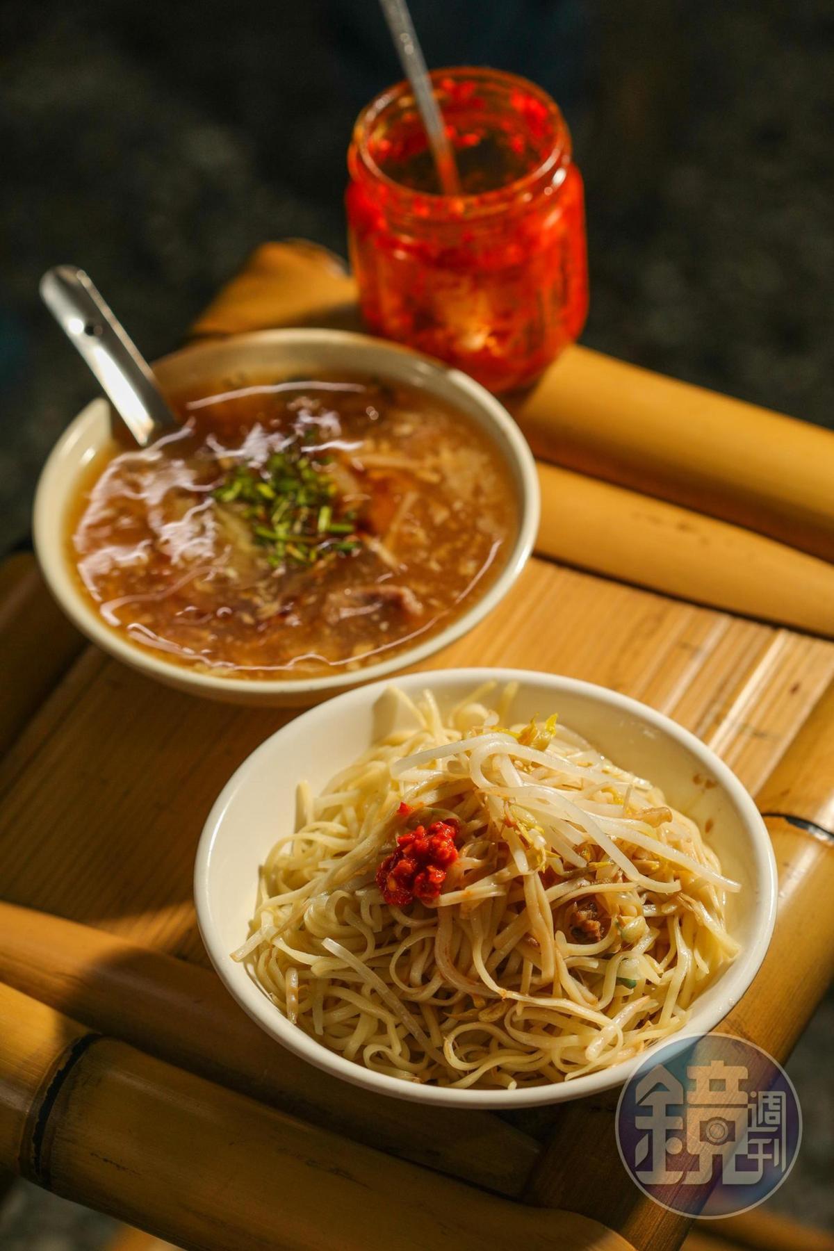 樸實的「豆菜麵」(20元/碗)和「肉羹」(20元/碗 ),是在地早餐。