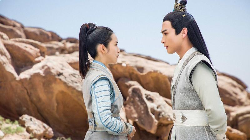 《小女花不棄》由林依晨(左)、張彬彬(右)主演,根據中國大陸「雲合數據」2019年度排行單顯示,該劇點擊量已超過56億。(中天提供)