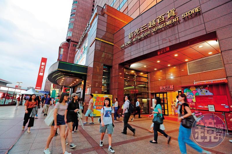 成立30年的百貨龍頭新光三越,7月初高層大地震,背後卻是吳東興經營權差點不保的內幕。