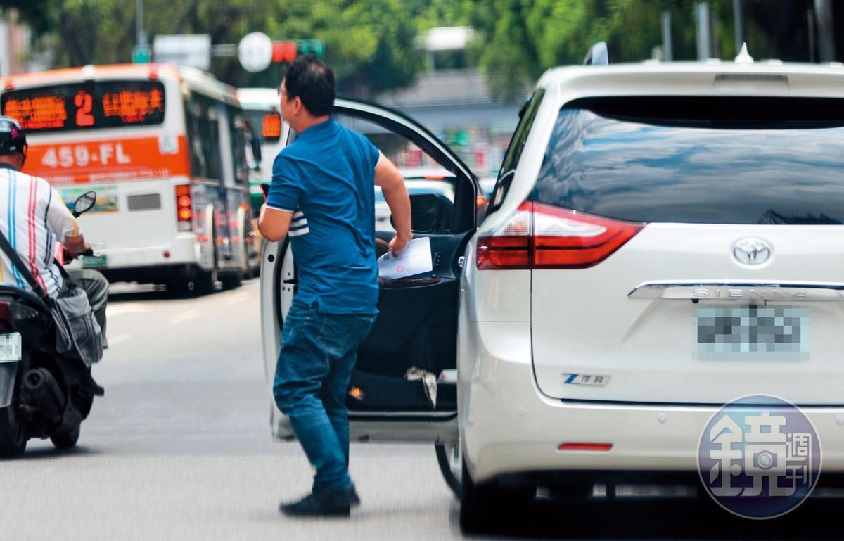 7月24日11:54,林志玲的司機把她載到醫美診所樓下停車場後,開始幫忙跑腿,先去了一趟台大醫院。