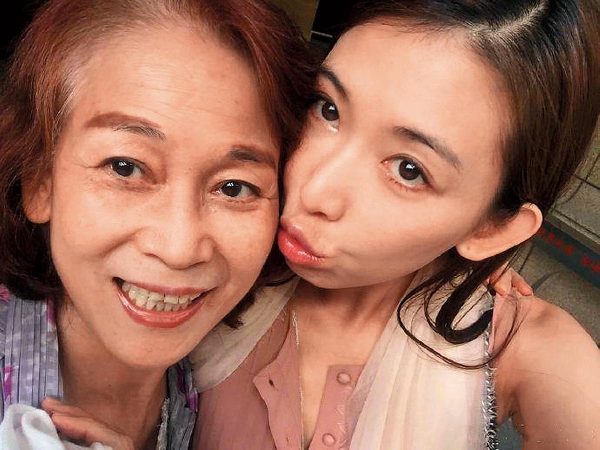 突如其來的婚事,林志玲一度被說是為了生病的媽媽「沖喜」而速速決定嫁人。(翻攝自林志玲粉絲專頁)
