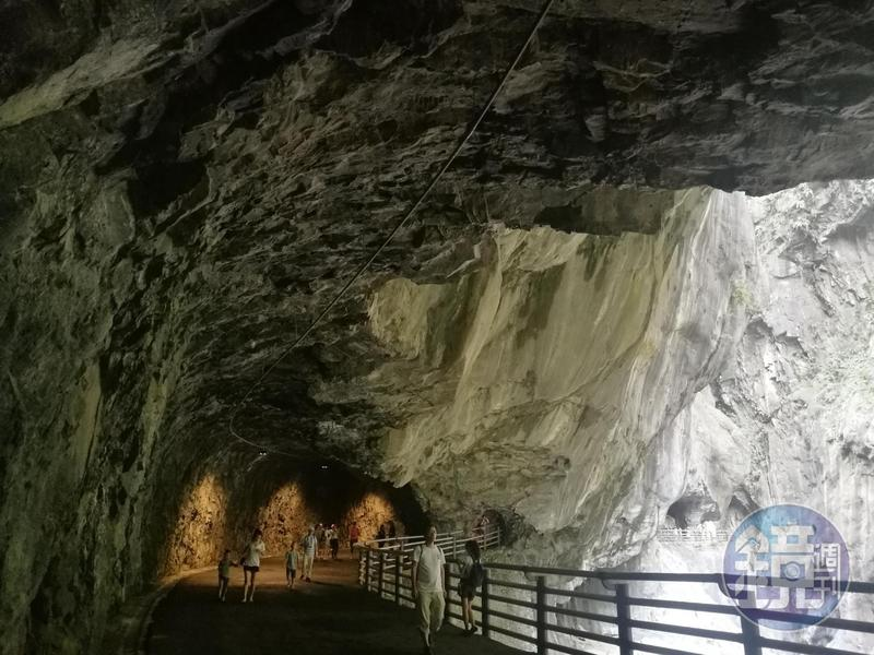 「九曲洞步道」以隧道組成,堪稱是一條防日曬步道。