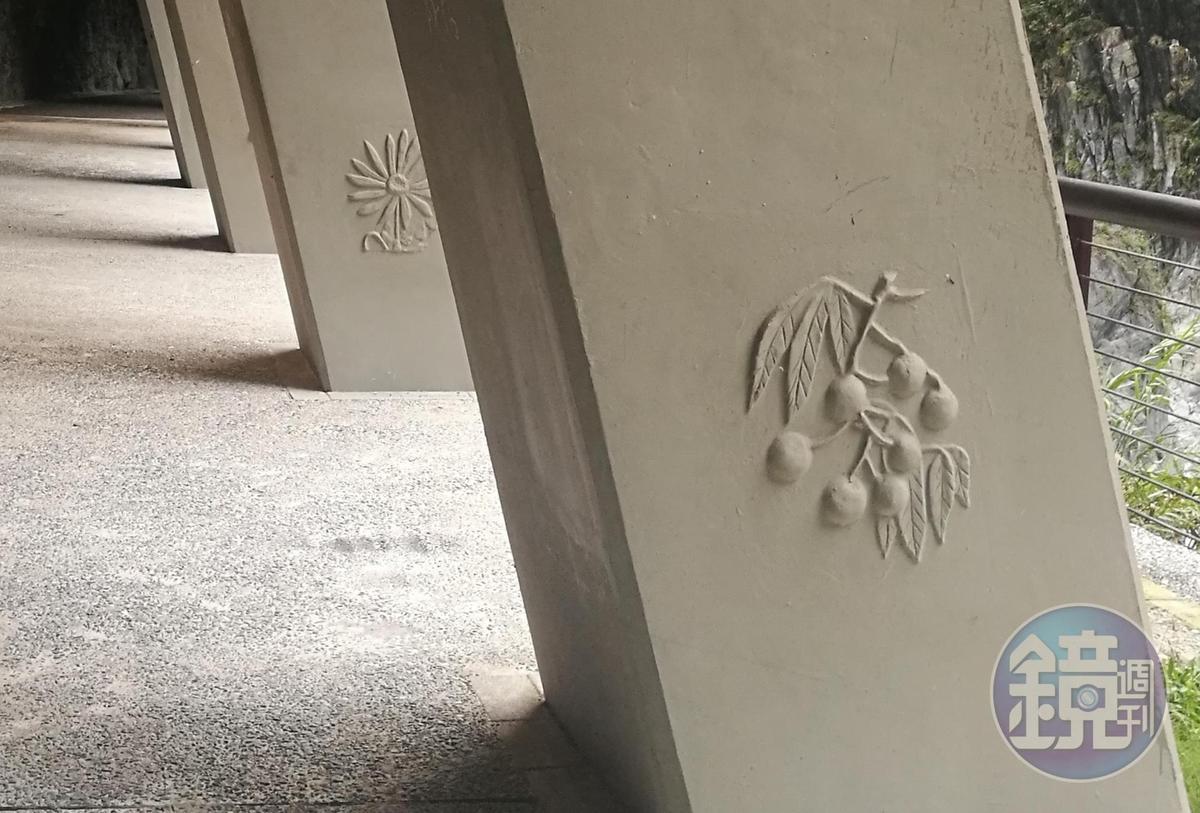 步道入口的明隧道,繪有太魯閣國家公園常見植物圖案。
