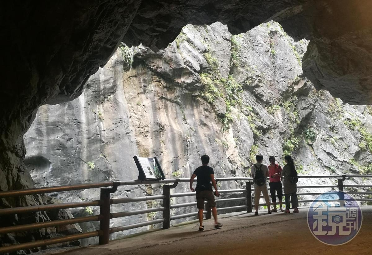 步道終點是峽谷最狹窄處,明顯感受「峽谷效應」所帶來的強風。