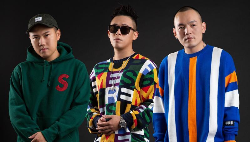 玖壹壹的〈嘻哈庄腳情〉MV,在YouTube頻道點閱突破一億次點擊大關。(混血兒娛樂提供)
