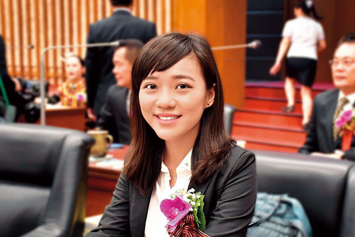 26岁的黄捷拥有台大高学历,去年初次参选议员就顺利当选,成为时代力量新一代政治明星。(翻摄黄捷脸书)