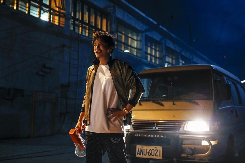 邱澤在《江湖無難事》扮演電影製片,在金主資助下做他的奧斯卡大夢。(華映提供)