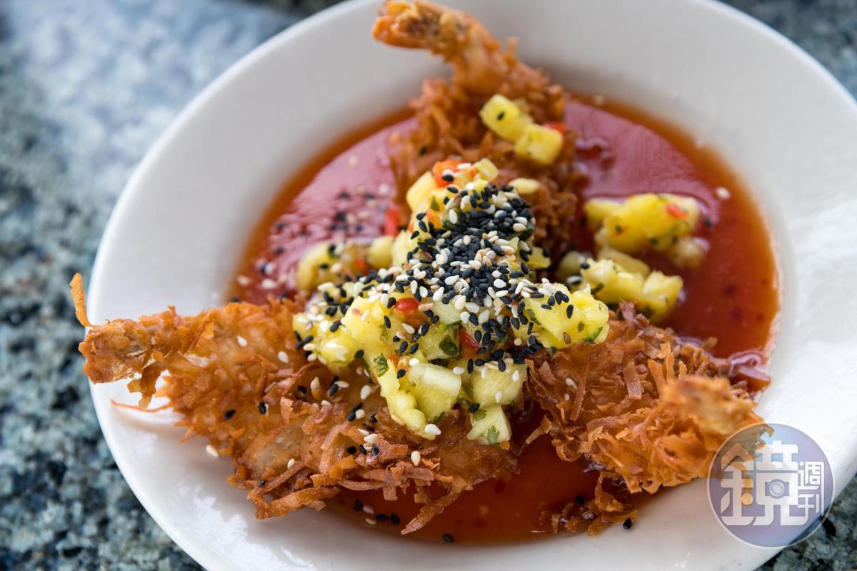 淋上泰式辣醬的椰子炸大蝦「Coconut Crusted Prawns」,是西雅圖人很喜歡的前菜。(9美元/份,約NT$283)