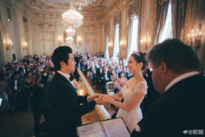 郎朗與同為鋼琴家的太太在法國舉辦浪漫婚禮。(翻攝自郎朗微博)