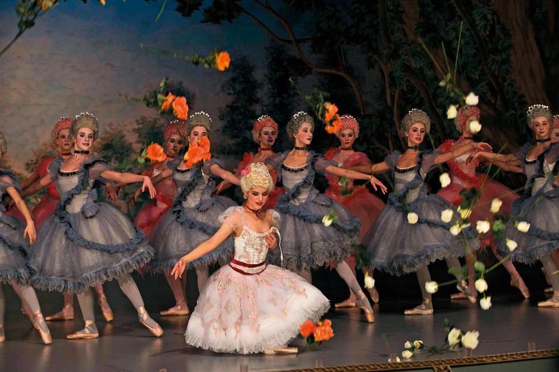 傳奇芭蕾舞女伶遭人算計,舞衣在眾人面前滑落,卻贏得俄國王儲的心,兩人的禁忌之戀猶如大型宮鬥劇。(天馬行空提供)