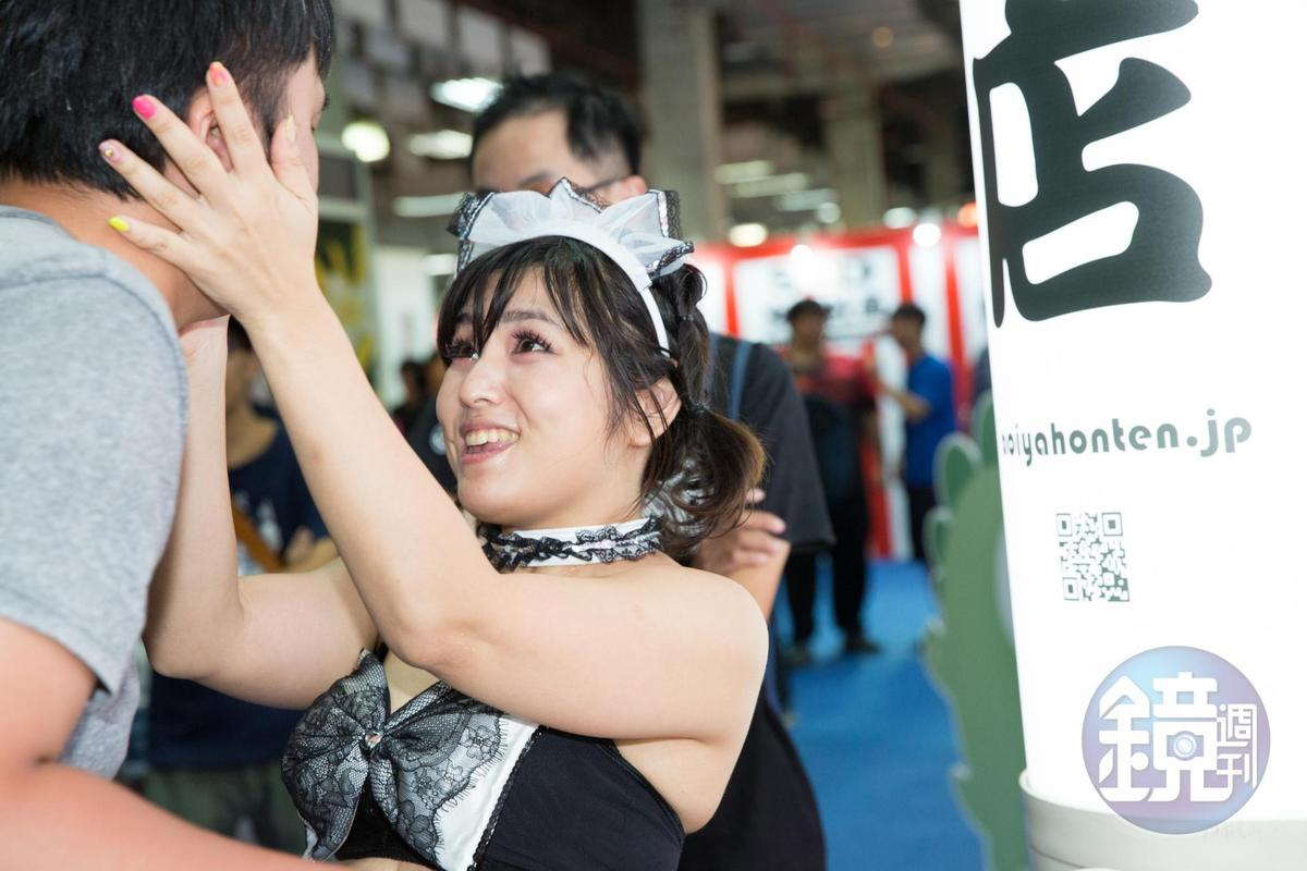 山村茜「1分鐘女友」服務帶給客人感官與心靈的滿足。