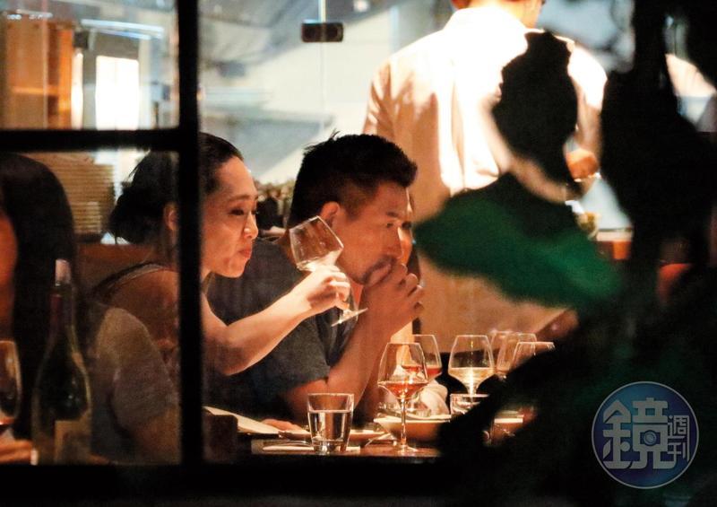 7月25日19:18,吳可熙、趙德胤與一群《灼人秘密》的相關人員去台北市安和路上餐廳聚餐。