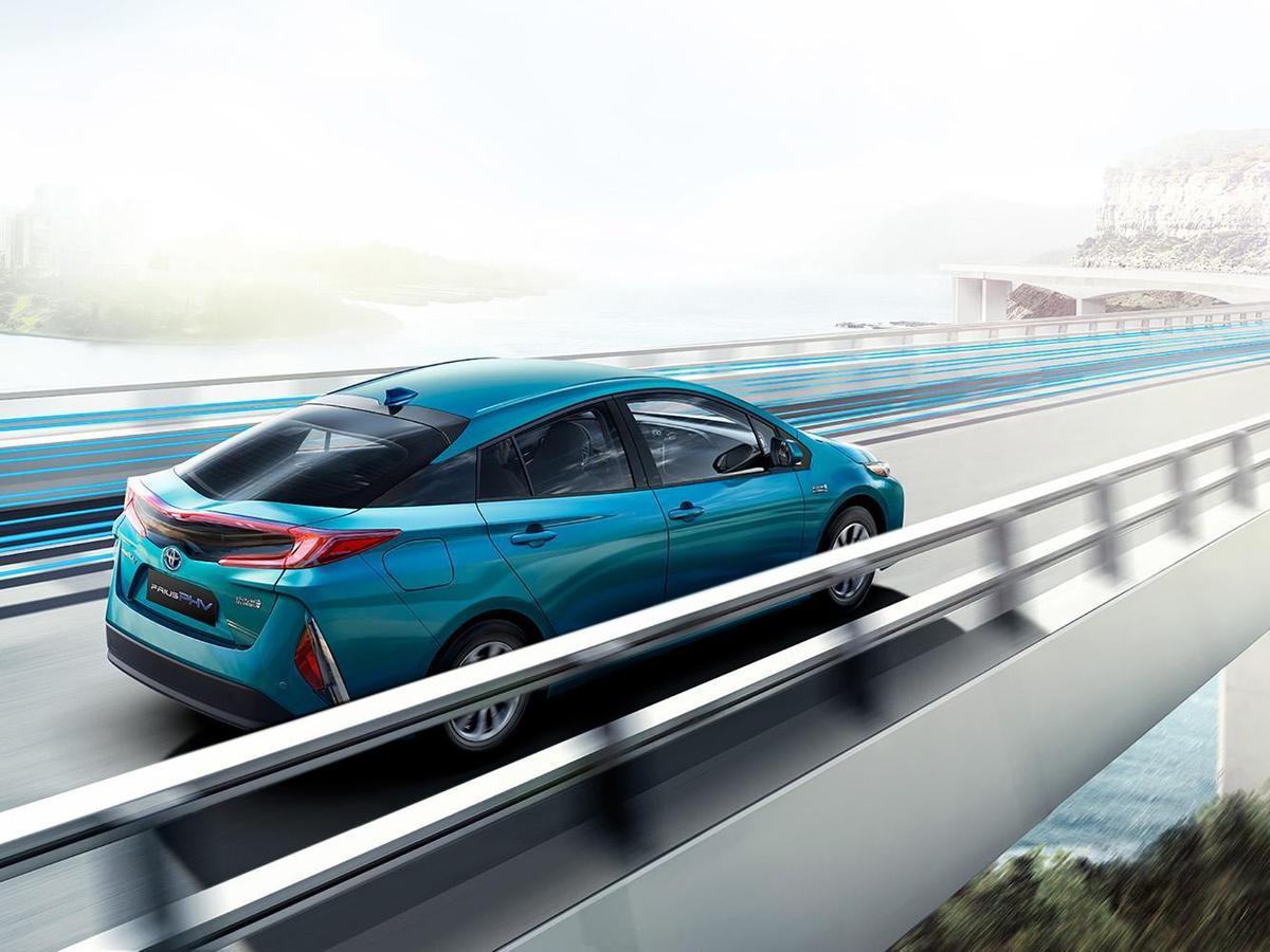 PRIUS PHV兼具EV純電與HV油電車款優點,既能享受純電駕馭樂趣,又可免除續航力不足焦慮。