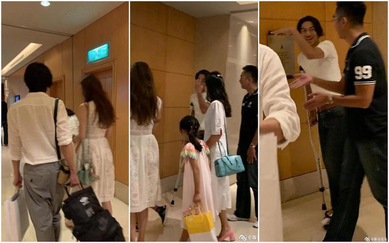林志玲(背對鏡頭者)和哥哥林志鴻(黑衣者)及Akira(拄拐杖)在飯店被粉絲巧遇。(翻攝自微博)