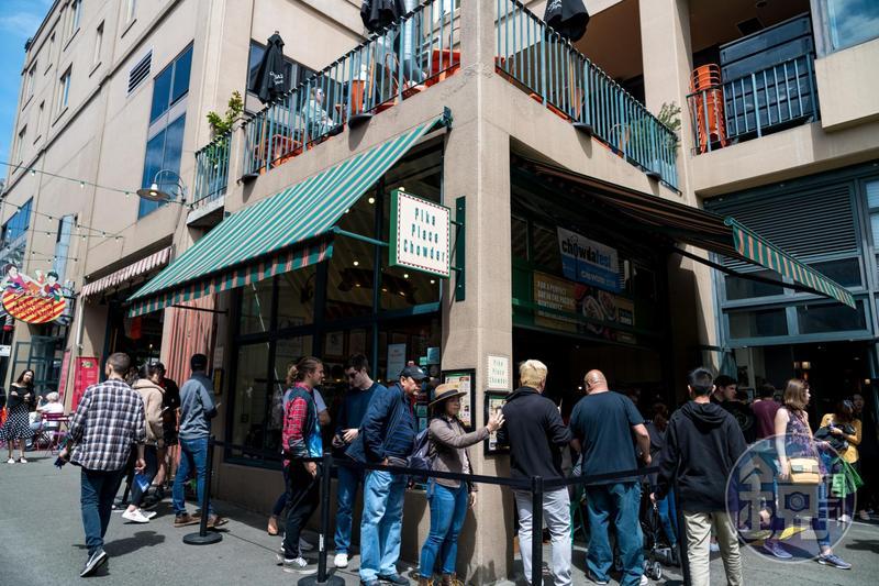 營業時間一到,「Pike Place Chowder」前就大排長龍。