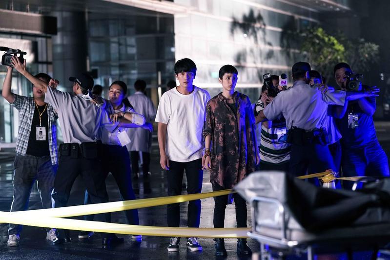 邱澤(中左)、温貞菱(中右)主演的《第九分局》中不少橋段故事都有所本。(甲上提供)