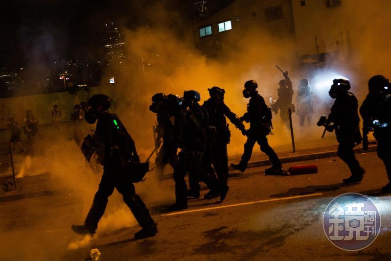 昨晚間發生多起警民衝突,港警濫射行為變本加厲,引發前線醫護人不滿發起罷工。(本刊資料照)