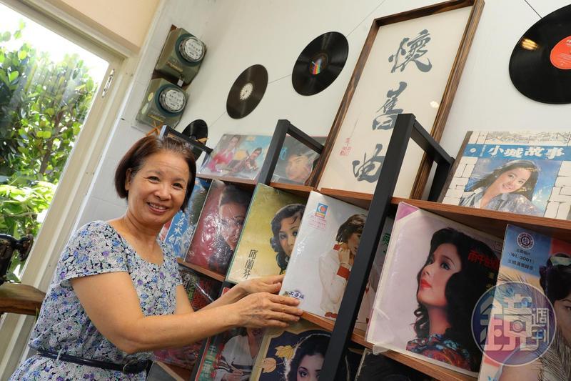 高鐿玲結合自己喜愛的咖啡與父親黑膠唱片,開了一家「懷舊曲黑膠唱片」咖啡館。