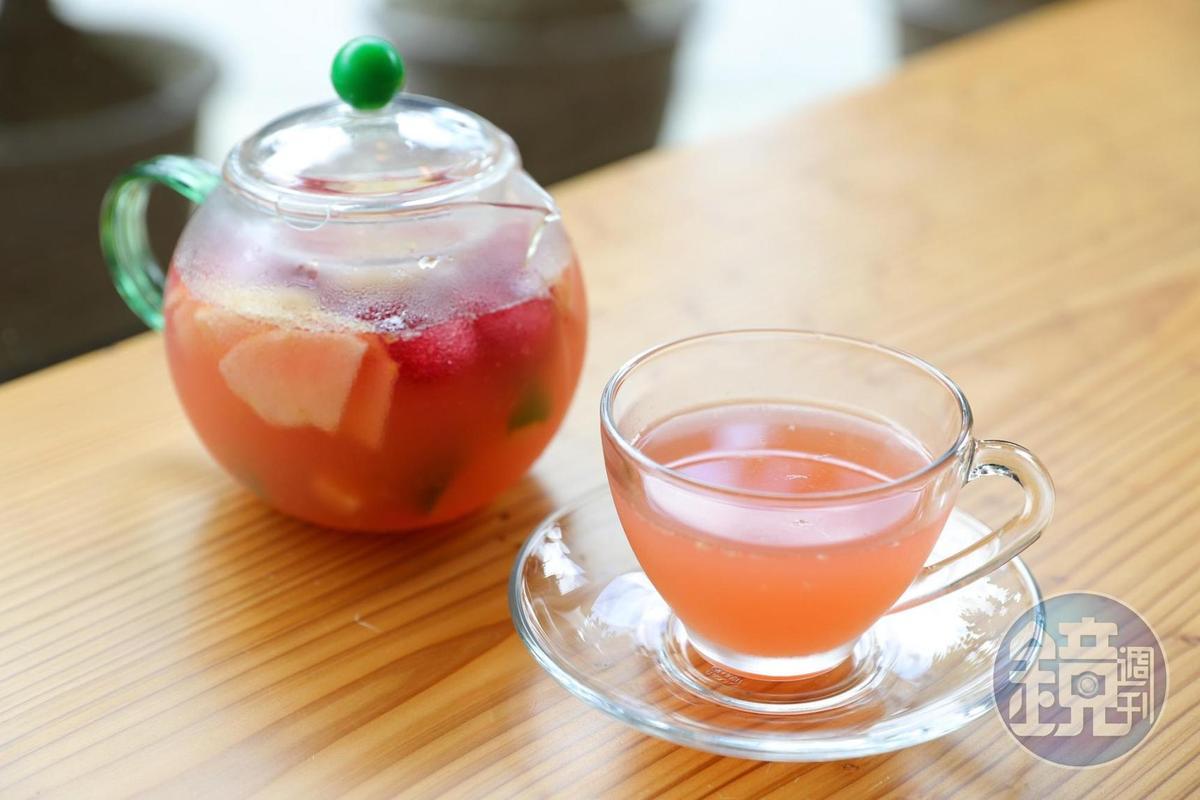 「懷舊曲黑膠唱片」清涼好喝的水果冰茶。
