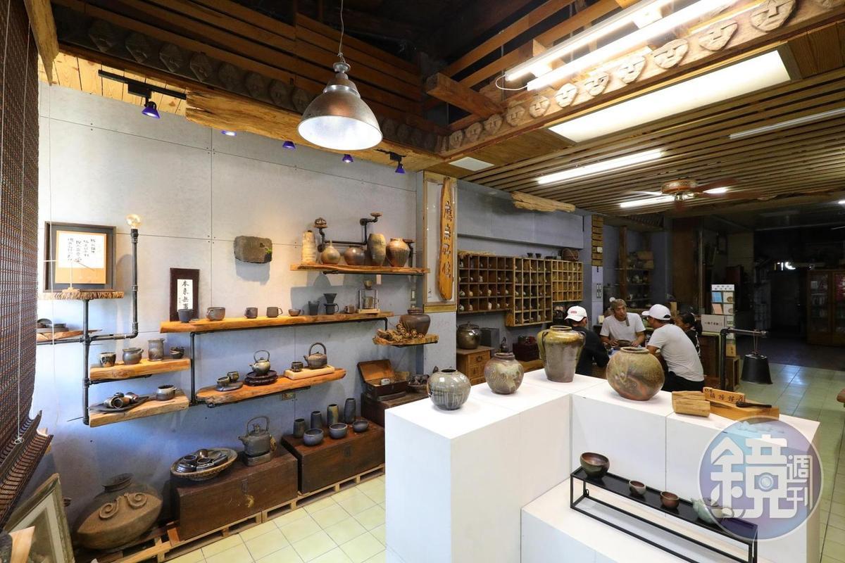 「斯土有情陶燒工房」內販售夫妻倆平日的柴燒陶器。
