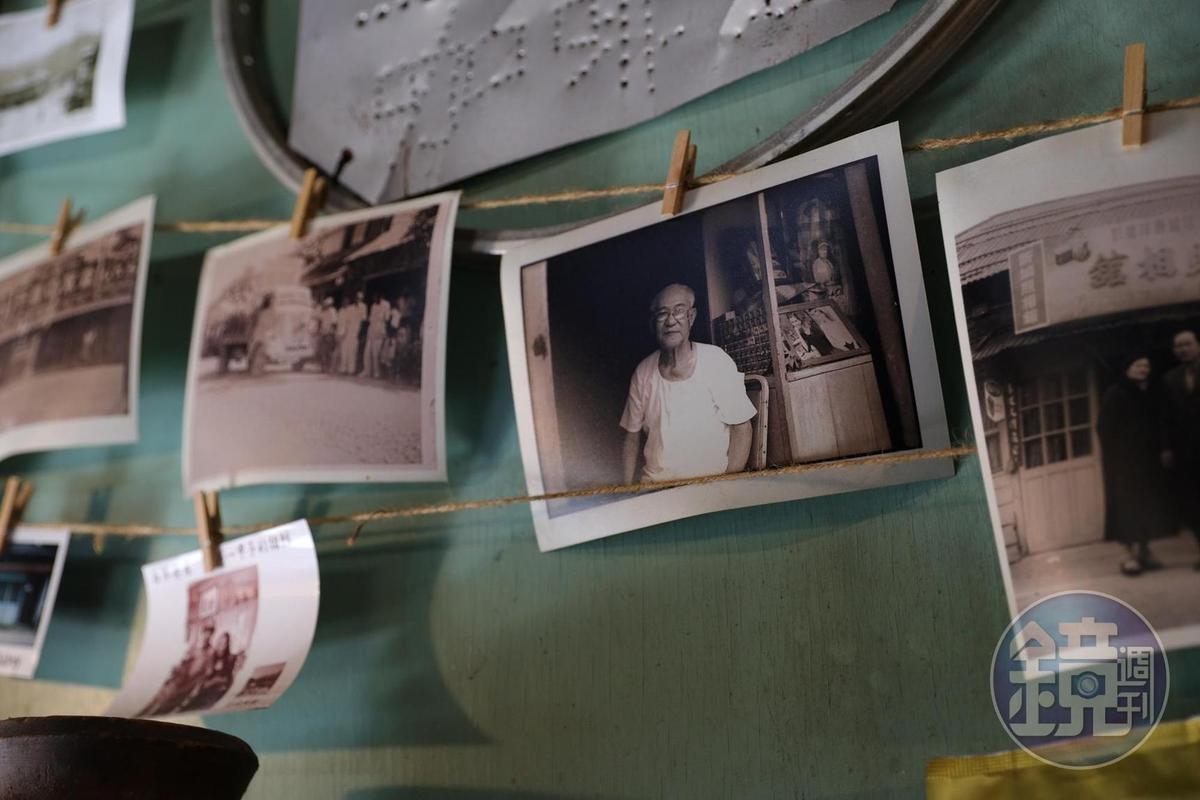 「新城照相館」牆上還留有許多當年老照片。