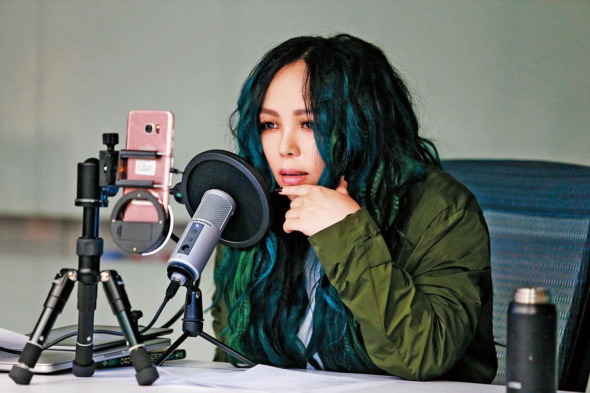 KKBOX持續自製節目深耕內容,推出「一起聽 聽我說」語音直播功能、直擊藝人私下一面的《速爆突擊隊》等,首集來賓分別邀請張惠妹、陳奕迅助陣。(KKBOX提供)