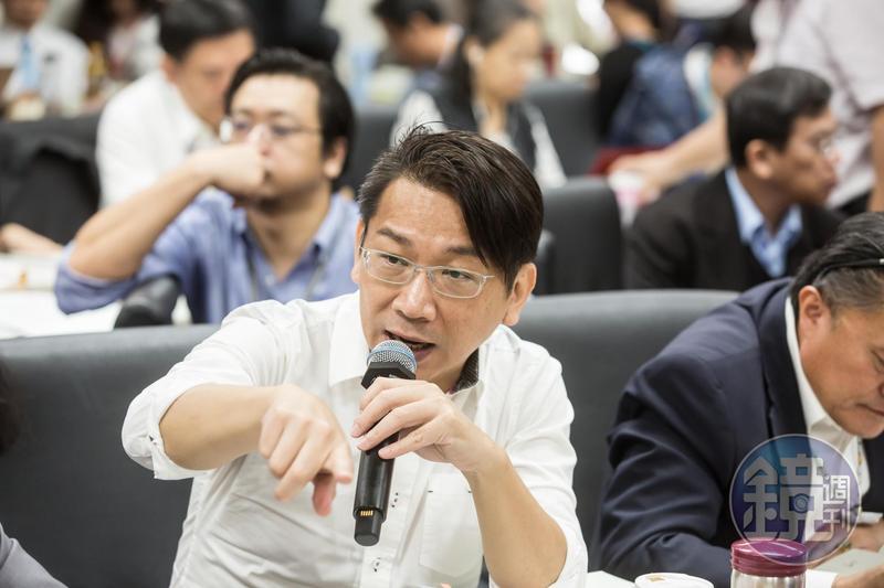 時代力量5位決策委員下午發表共同聲明,呼籲邱顯智「一起打完這場堅持台灣的戰」,圖為徐永明。